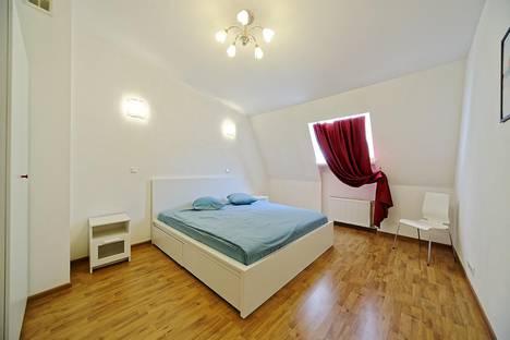 Сдается 4-комнатная квартира посуточно, Пушкинская ул., д.10.