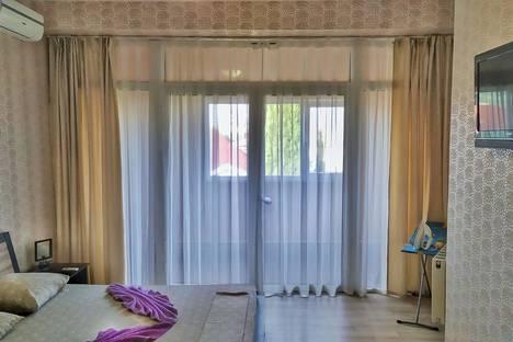 Сдается 1-комнатная квартира посуточно в Алуште, улица Ленина, 27а.