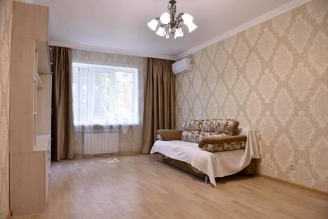 Сдается 2-комнатная квартира посуточно, улица Лазарева, 68.