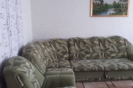 Сдается 2-комнатная квартира посуточно в Яровом, квартал A, дом 36.