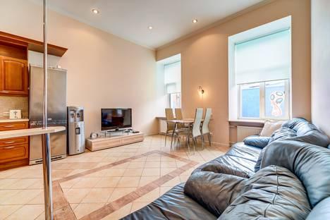 Сдается 4-комнатная квартира посуточно, набережная реки Мойки, 6.