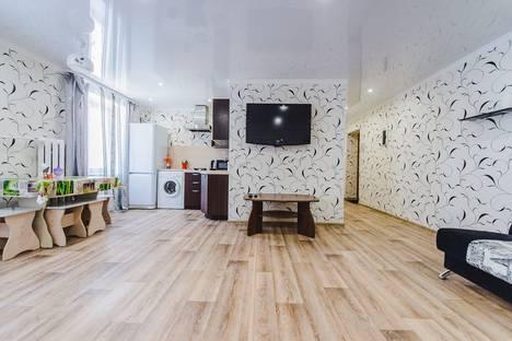 Сдается 2-комнатная квартира посуточно в Чите, улица Кастринская, 3А.