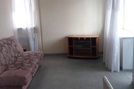 Сдается 2-комнатная квартира посуточно в Нижнем Тагиле, ул. Проспект Строителей, д. 16.