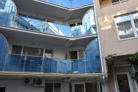 Сдается 1-комнатная квартира посуточно в Отрадном, улица Отрадная, 25.