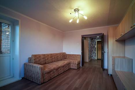 Сдается 2-комнатная квартира посуточно в Чебоксарах, Университетская улица, 11.