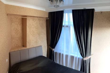 Сдается 2-комнатная квартира посуточно в Адлере, Большой Сочи, улица Тюльпанов, 1/3.