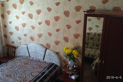 Сдается 4-комнатная квартира посуточно в Яровом, квартал А, дом 33.