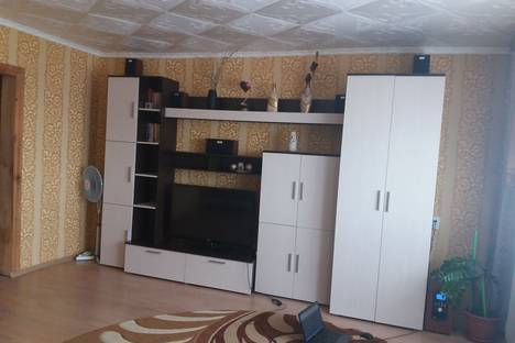 Сдается 3-комнатная квартира посуточно в Яровом, квартал В 23.