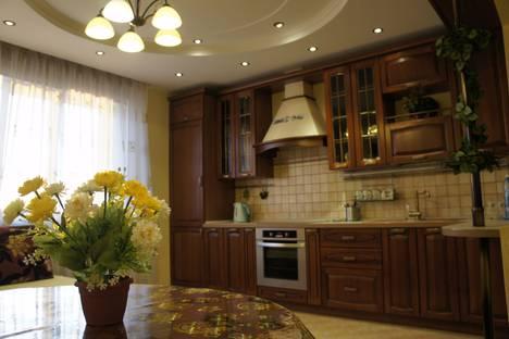 Сдается 3-комнатная квартира посуточно в Омске, бульвар Архитекторов, 14.