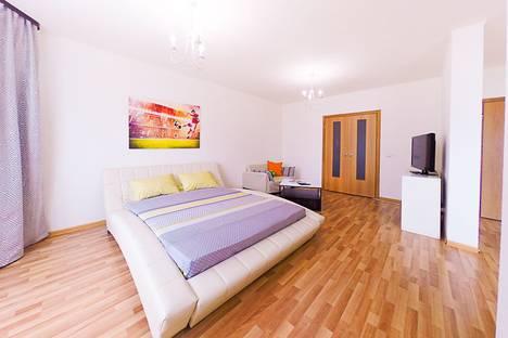 Сдается 2-комнатная квартира посуточно в Екатеринбурге, улица Уральская, 75.
