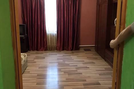 Сдается 2-комнатная квартира посуточно, Бирюкова 8.