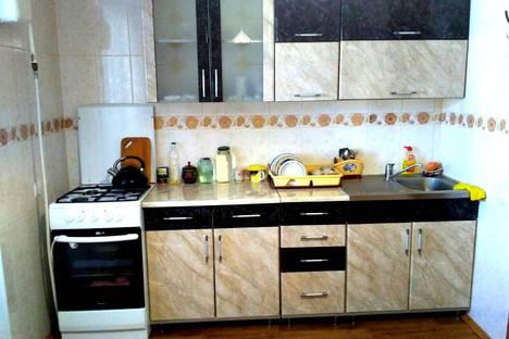 Сдается 2-комнатная квартира посуточно в Судаке, улица Спендиарова, 64.