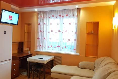 Сдается 2-комнатная квартира посуточно в Кирове, Преображенская улица,82к1.