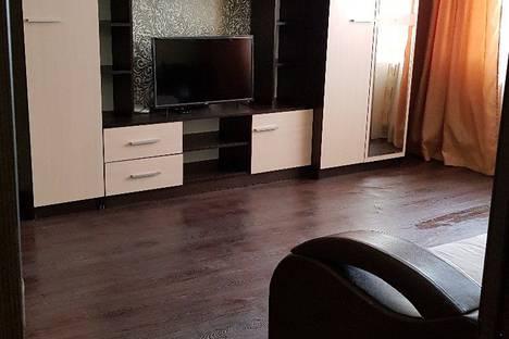 Сдается 2-комнатная квартира посуточно в Нижнем Тагиле, улица Садовая, 52.