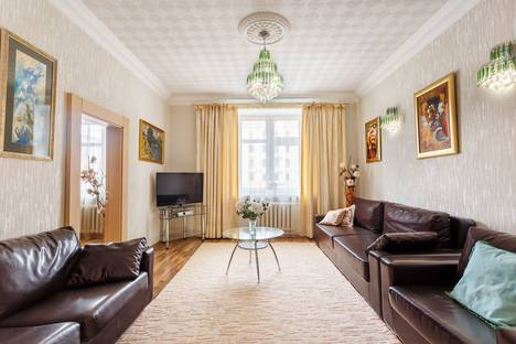Сдается 4-комнатная квартира посуточно в Минске, проспект Независимости, 42.