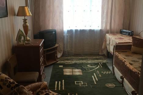 Сдается 2-комнатная квартира посуточно в Керчи, улица Ульяновых.
