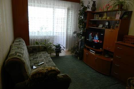 Сдается 2-комнатная квартира посуточно в Яровом, квартал Б, 19.