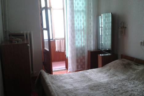 Сдается 2-комнатная квартира посуточно в Новороссийске, улица Энгельса 49.