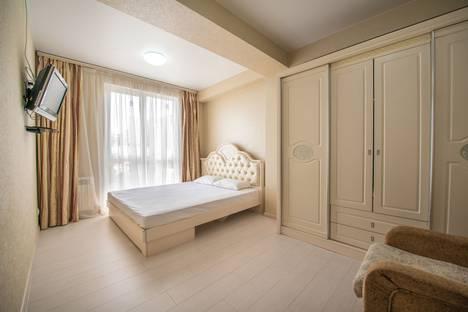 Сдается 1-комнатная квартира посуточно в Сочи, улица Волжская, 32.