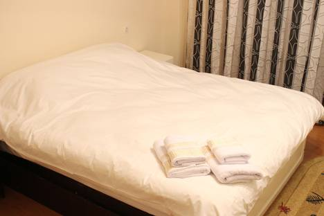 Сдается 3-комнатная квартира посуточно, микрорайон Самал-2, дом 33.