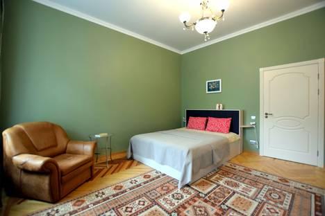 Сдается 1-комнатная квартира посуточно в Санкт-Петербурге, 6-я линия В.О., 31.