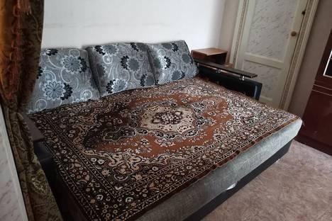 Сдается 2-комнатная квартира посуточно в Яровом, улица Ленина, 1.