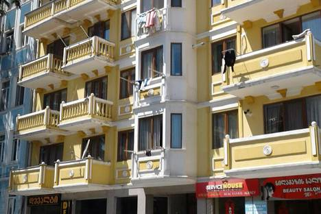 Сдается 3-комнатная квартира посуточно в Батуми, Batumi, Parnavaz Mepe Street 54.