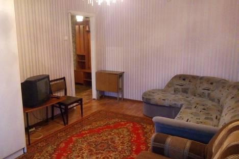 Сдается 2-комнатная квартира посуточно в Серове, улица Каляева, 63.