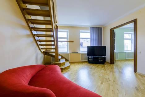 Сдается 3-комнатная квартира посуточно, Гражданская улица, 20.