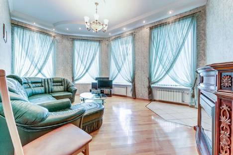 Сдается 4-комнатная квартира посуточно в Санкт-Петербурге, Невский проспект,66,.