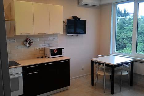 Сдается 1-комнатная квартира посуточно в Сочи, улица Цюрупы, 34.