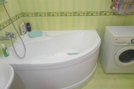 Сдается 1-комнатная квартира посуточно в Донецке, Донецьк, проспект Ілліча, 9.