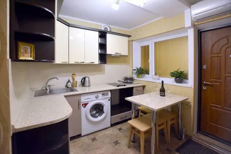 Сдается 1-комнатная квартира посуточно в Форосе, улица Космонавтов, 18.
