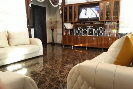 Сдается 3-комнатная квартира посуточно, Batumi, Sherif Khimshiashvili Street.