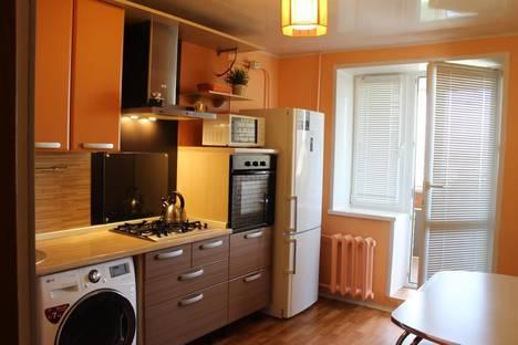 Сдается 2-комнатная квартира посуточно в Альметьевске, улица Шевченко, 138.