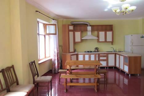 Сдается 3-комнатная квартира посуточно в Ялте, К. Либкнехта, 4.