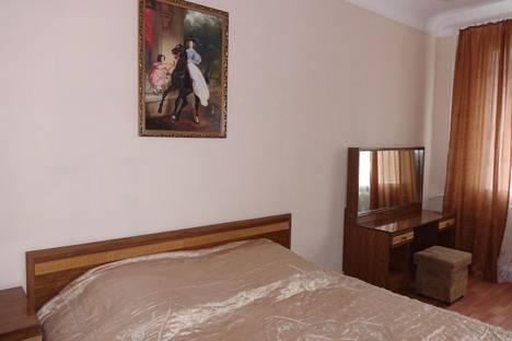 Сдается 3-комнатная квартира посуточно в Таганроге, ул. Шмидта, 9.