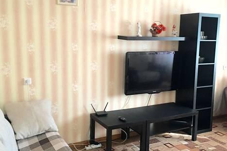 Сдается 2-комнатная квартира посуточно в Октябрьском, 24 мкр, дом 4.
