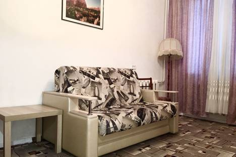 Сдается 1-комнатная квартира посуточно в Октябрьском, ул. Кортунова д. 2.