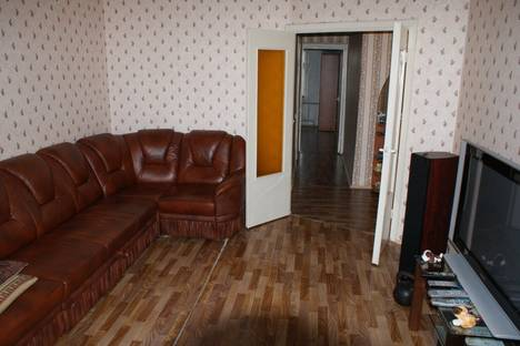 Сдается 2-комнатная квартира посуточно, ул. 1-я Шоссейная, 32.