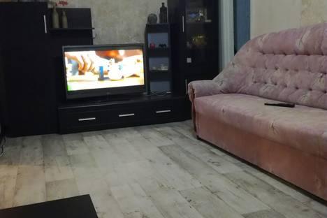 Сдается 2-комнатная квартира посуточно в Яровом, квартал Б дом10.
