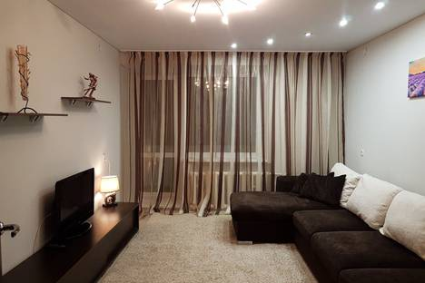 Сдается 2-комнатная квартира посуточно в Челябинске, улица Цвиллинга, 88А.