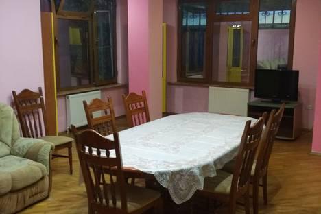 Сдается 3-комнатная квартира посуточно в Сочи, улица Плеханова, 69.