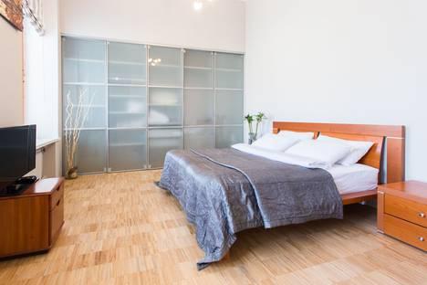 Сдается 2-комнатная квартира посуточно, Английская набережная 20 /54.