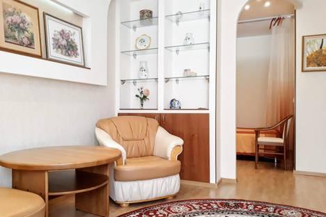 Сдается 1-комнатная квартира посуточно в Екатеринбурге, улица Крылова, 27.