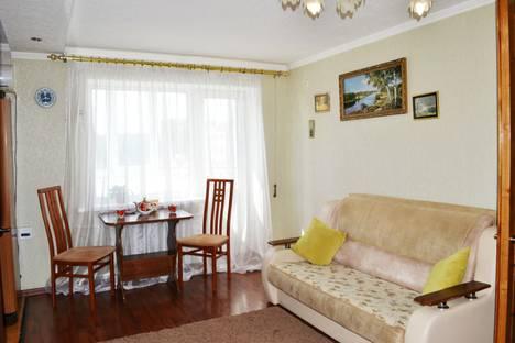 Сдается 2-комнатная квартира посуточно в Шахтах, проспект Победа Революции, 99.