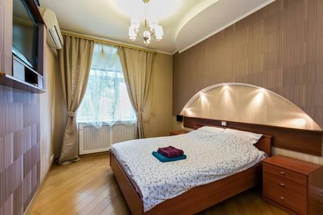 Сдается 2-комнатная квартира посуточно в Москве, 2-й Новоподмосковный переулок, 3.