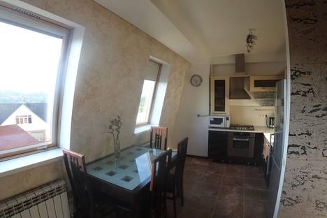 Сдается 3-комнатная квартира посуточно в Сочи, улица Учительская, 24.