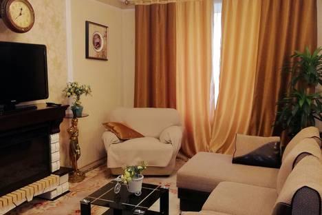 Сдается 1-комнатная квартира посуточно в Омске, проспект Комарова, 15.