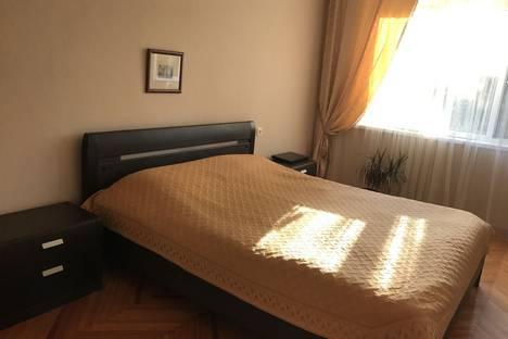 Сдается 2-комнатная квартира посуточно в Адлере, Большой Сочи, улица Садовая, 20.